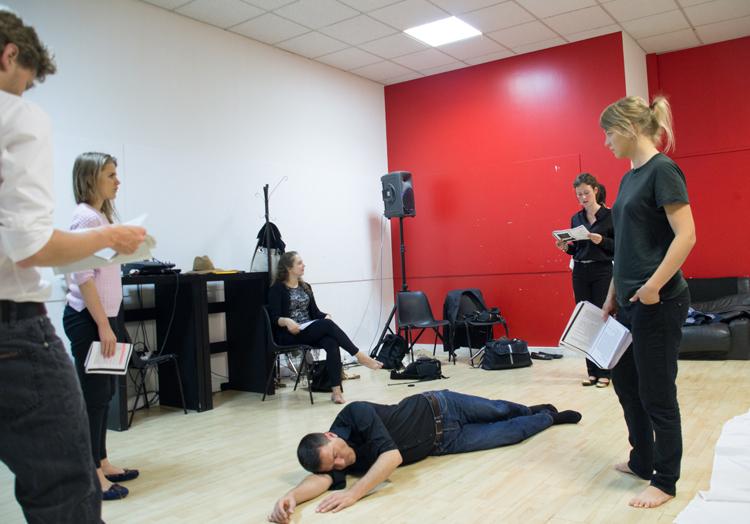 Atelier de théâtre APGEF – juin 2014 – Studio bleu