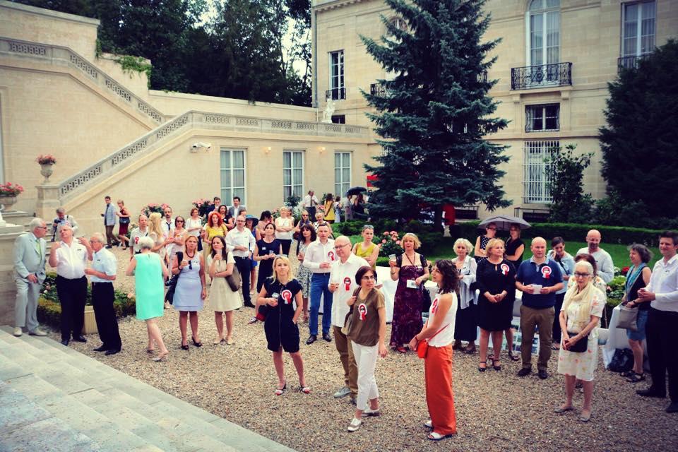 Présentation de l'APGEF à l'occasion d'un rassemblement associatif à l'Ambassade de Pologne à Paris